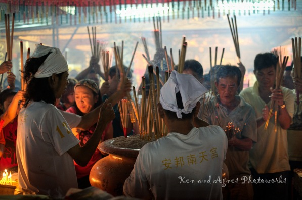 During peak periods, devotees were planting and filling the urns full with joss sticks rapidly, while workers briskly remove them to make room for other devotees. The joss sticks don't get to spend much time in the urns; but that's ok, it's the intent and symbolic gesture that matters.