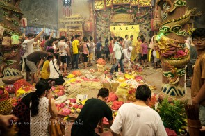 Devotees knelt in prayer, note the amount and assortment of offerings on the floor offered by devotees to the gods. Those in queue were waiting for their turn to pray to the Nine Emperor Gods.